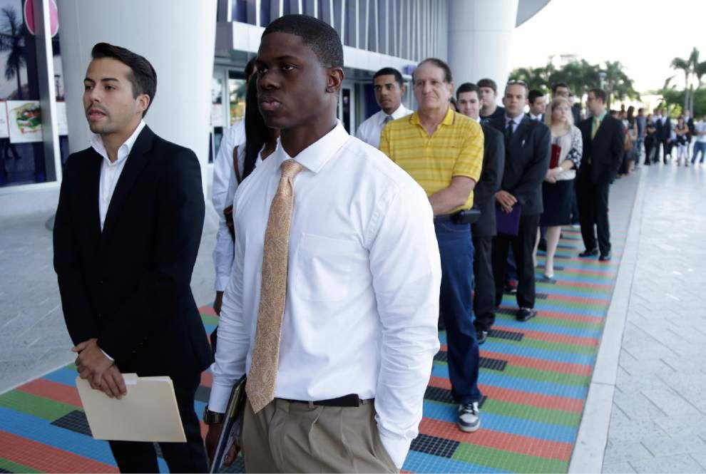 Job market for college grads better but still weak _lowres