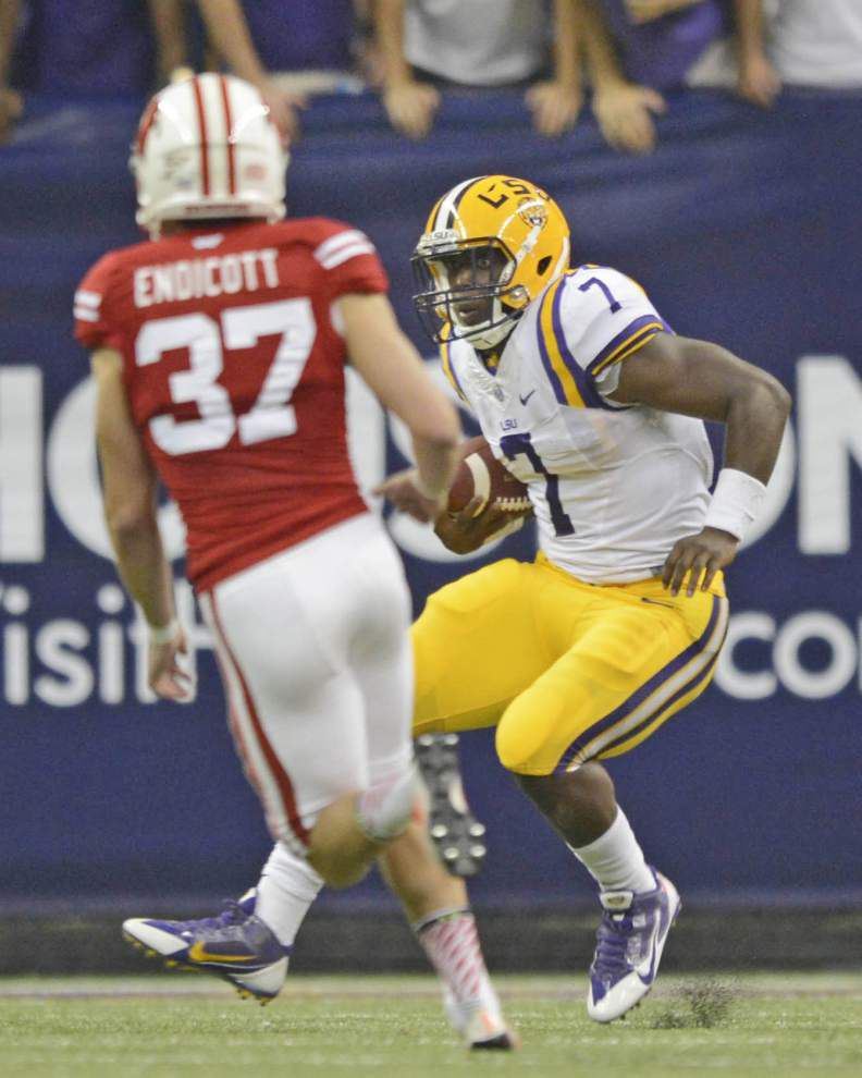 LSU's Kenny Hilliard on Leonard Fournette's debut: 'You've just got to stay humble with everything' _lowres
