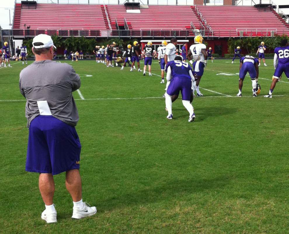 Video: LSU pass drills in spring football practice _lowres