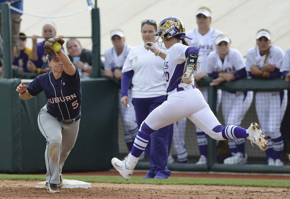 Auburn softball team holds down LSU in series opener _lowres