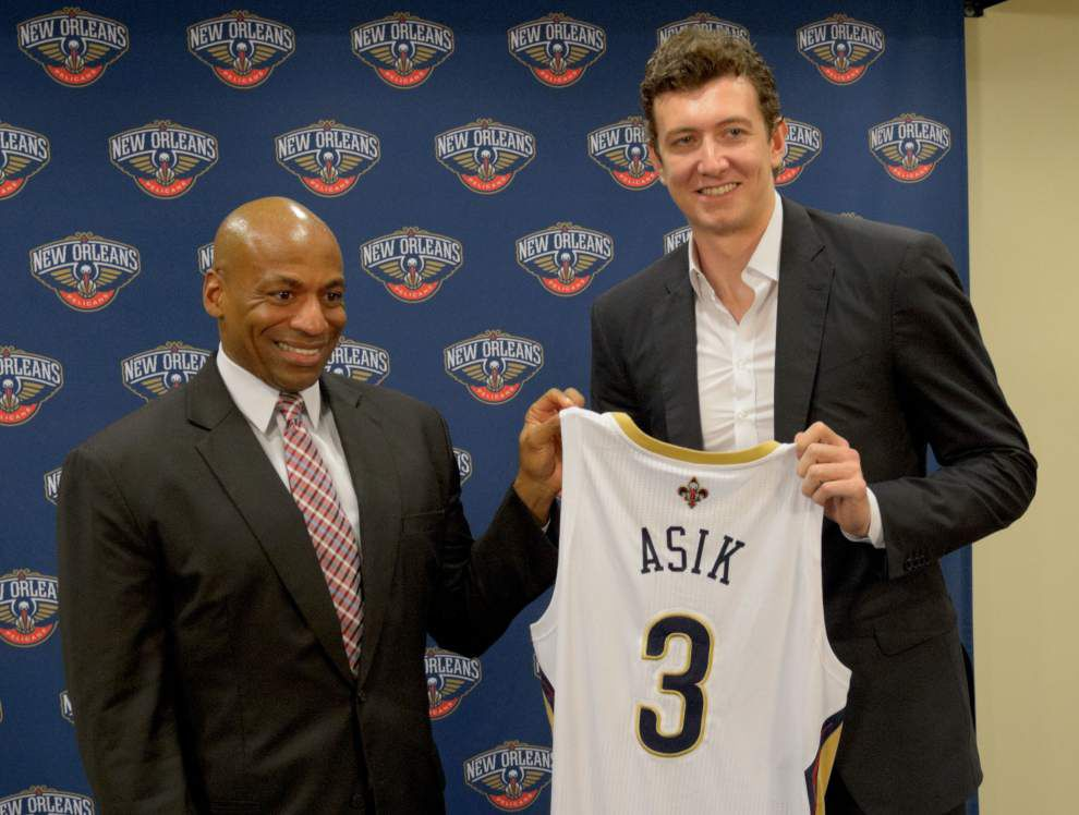 Pelicans finalize trade for Houston's Asik, Casspi _lowres