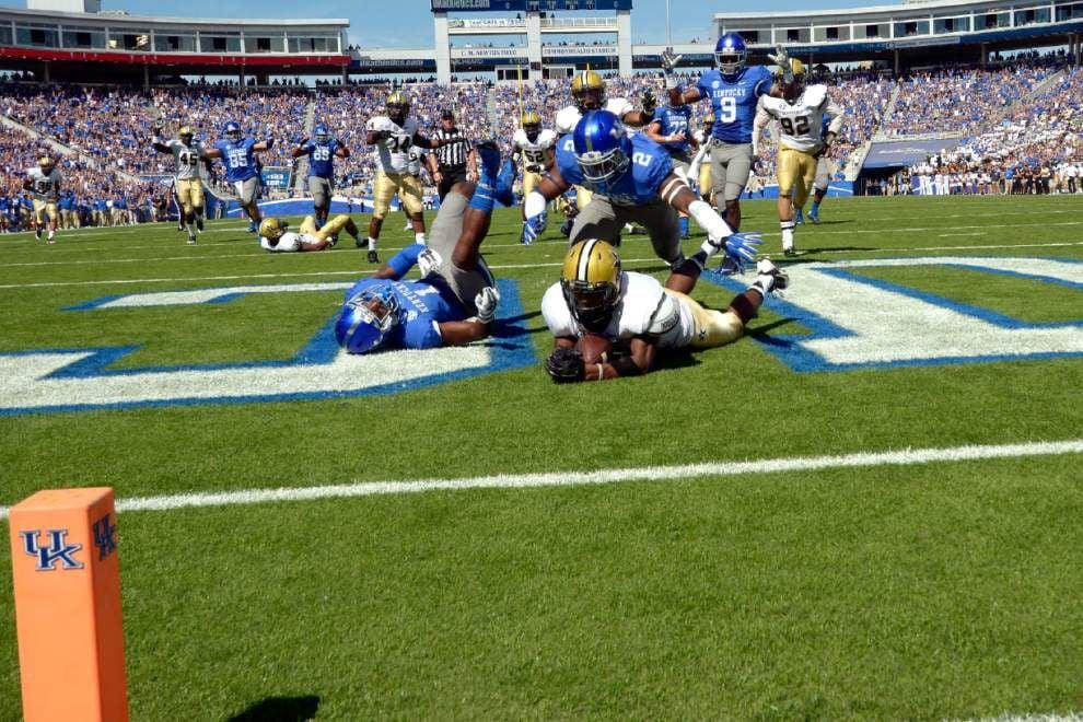 Ole Miss slugglish in win over Memphis; Kentucky gets past Vanderbilt _lowres