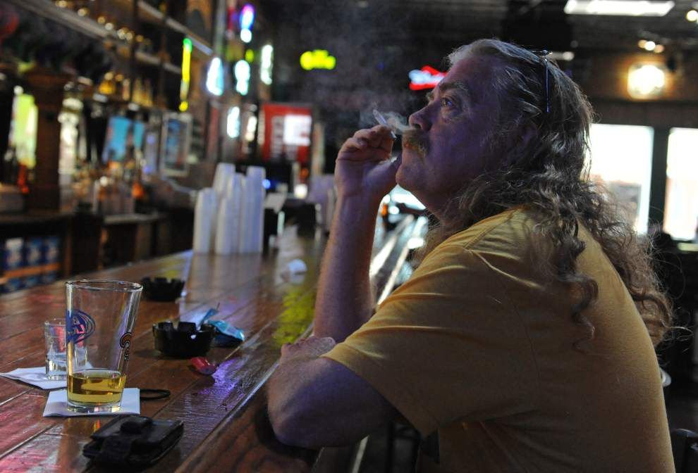 Lafayette council still up in the air over proposal to ban smoking in bars _lowres