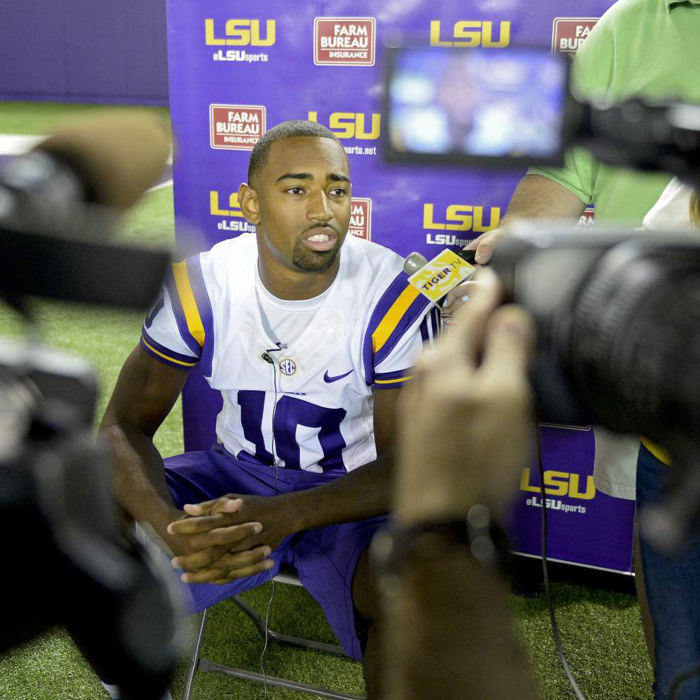 Nothing decided among LSU quarterbacks as season nears _lowres
