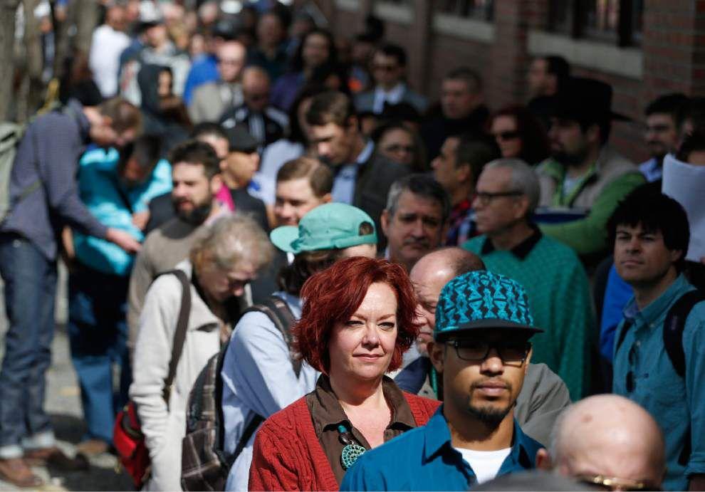 U.S. employers add 192K jobs; rate stays at 6.7 percent _lowres