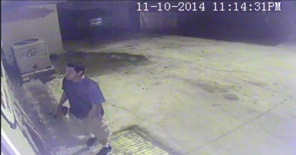 Man sought in theft of antique Esso sign from Prairieville restaurant _lowres