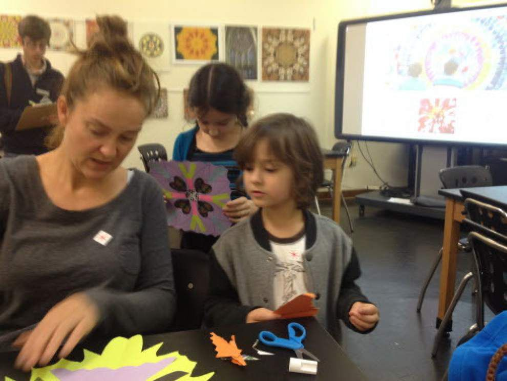 LASM class recreates ancient art of mandalas _lowres