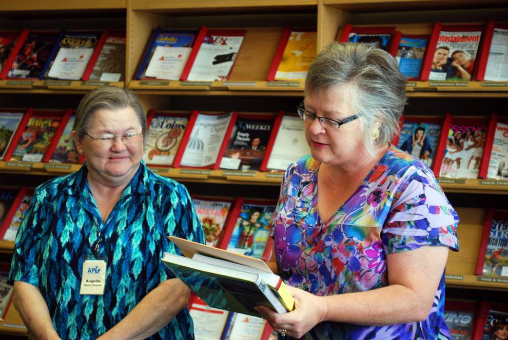 Gardeners celebrate library's award _lowres