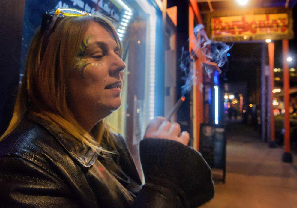 Questions remain about who would enforce smoking ban in bars _lowres