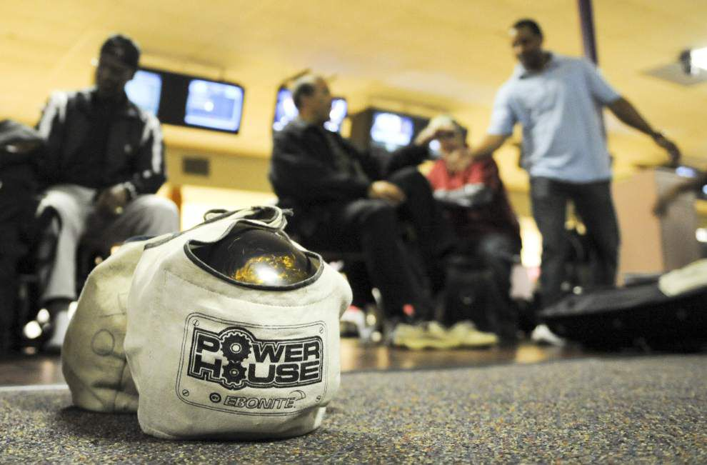 Lafayette's Oak Rollers bowlers share bond that's lasted for decades _lowres