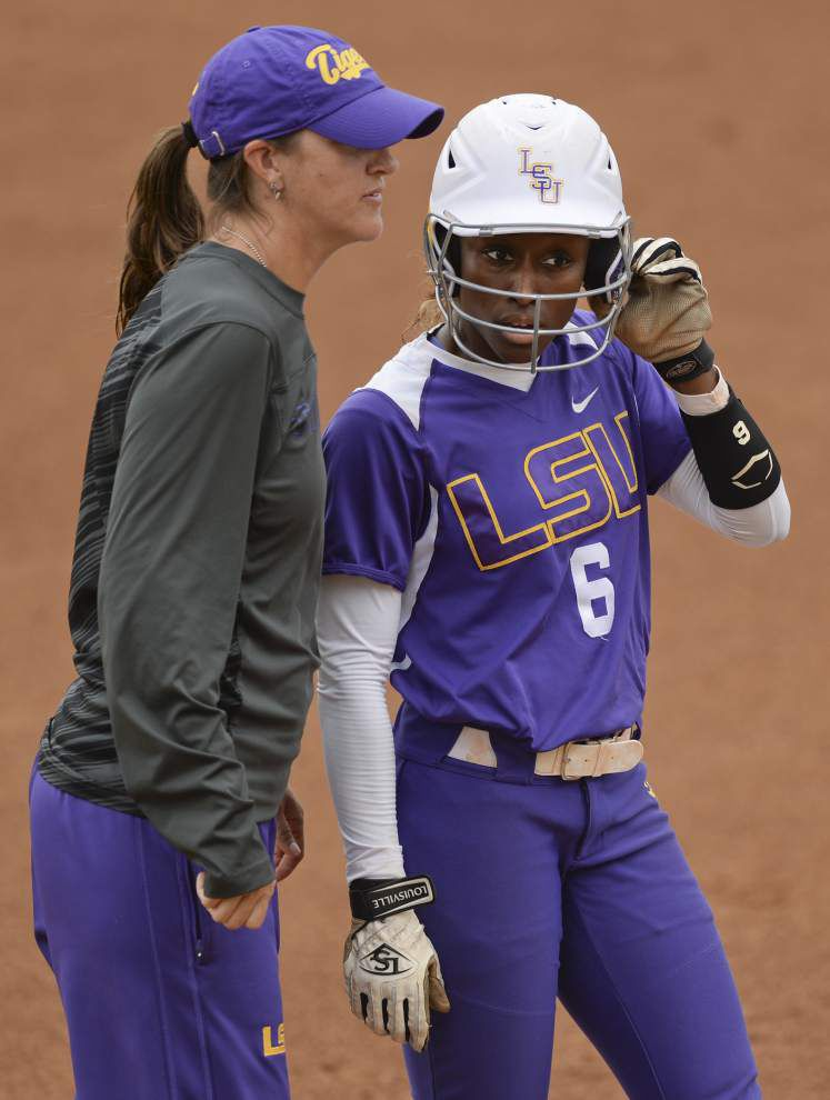 LSU softball team sweeps Oklahoma with mercy-rule 10-2 win _lowres