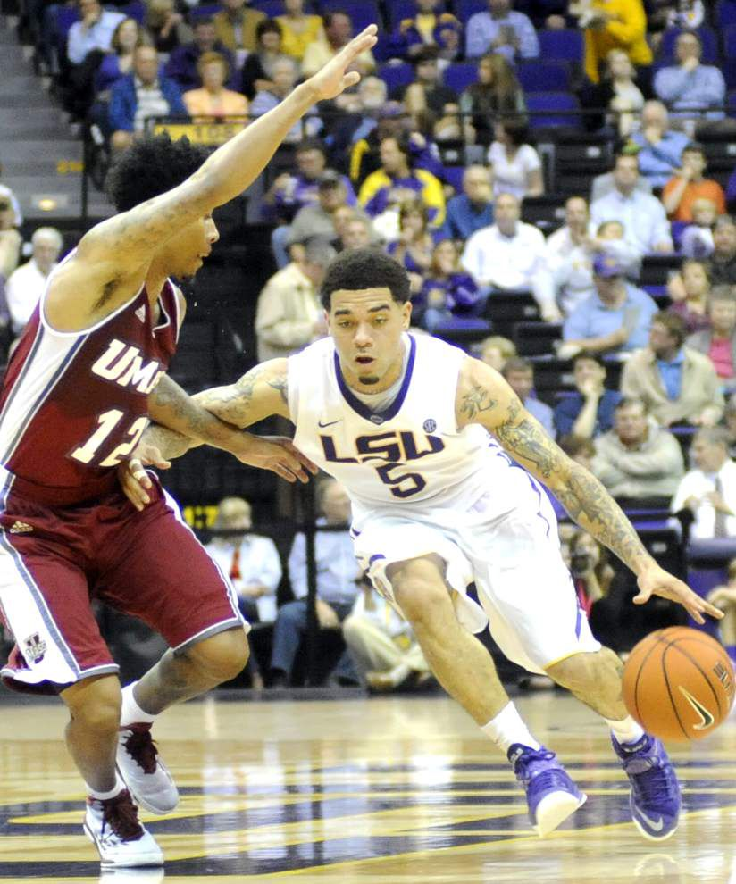 Gray scores 25 as Tigers dominate UMass 82-60 _lowres