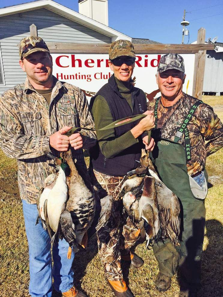 Milder temps haven't chased waterfowl away _lowres