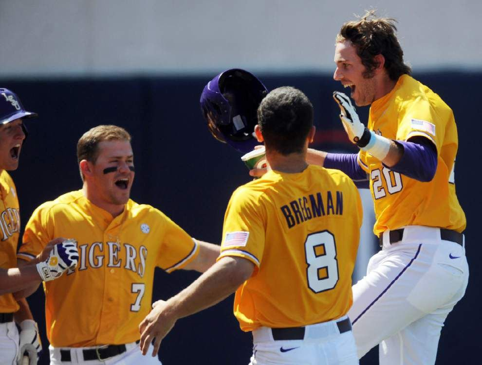 LSU continues to move up in the baseball polls _lowres