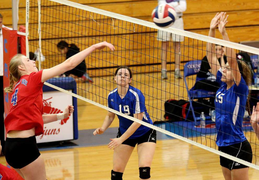 Country Day sweeps St. Scholastica in tourney tuneup _lowres