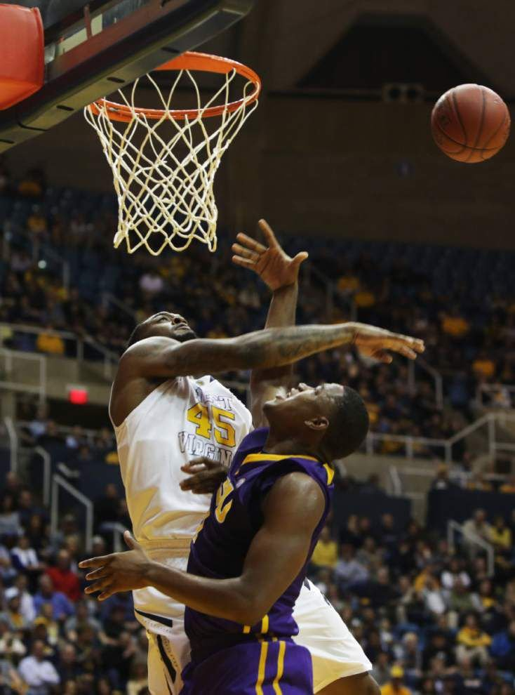 LSU nips No. 16 West Virginia 74-73 _lowres