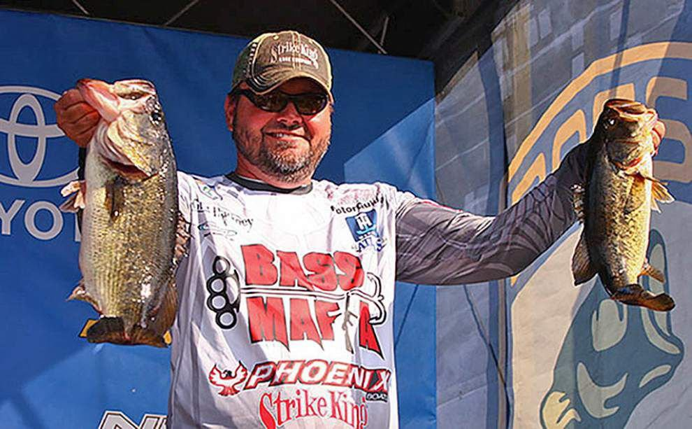 Gonzales' Greg Hackney leads after second round of eighth Bassmaster Elite Series event _lowres