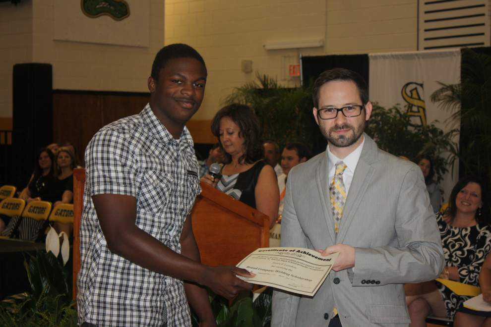 FFA Alumni award scholarships to seniors _lowres