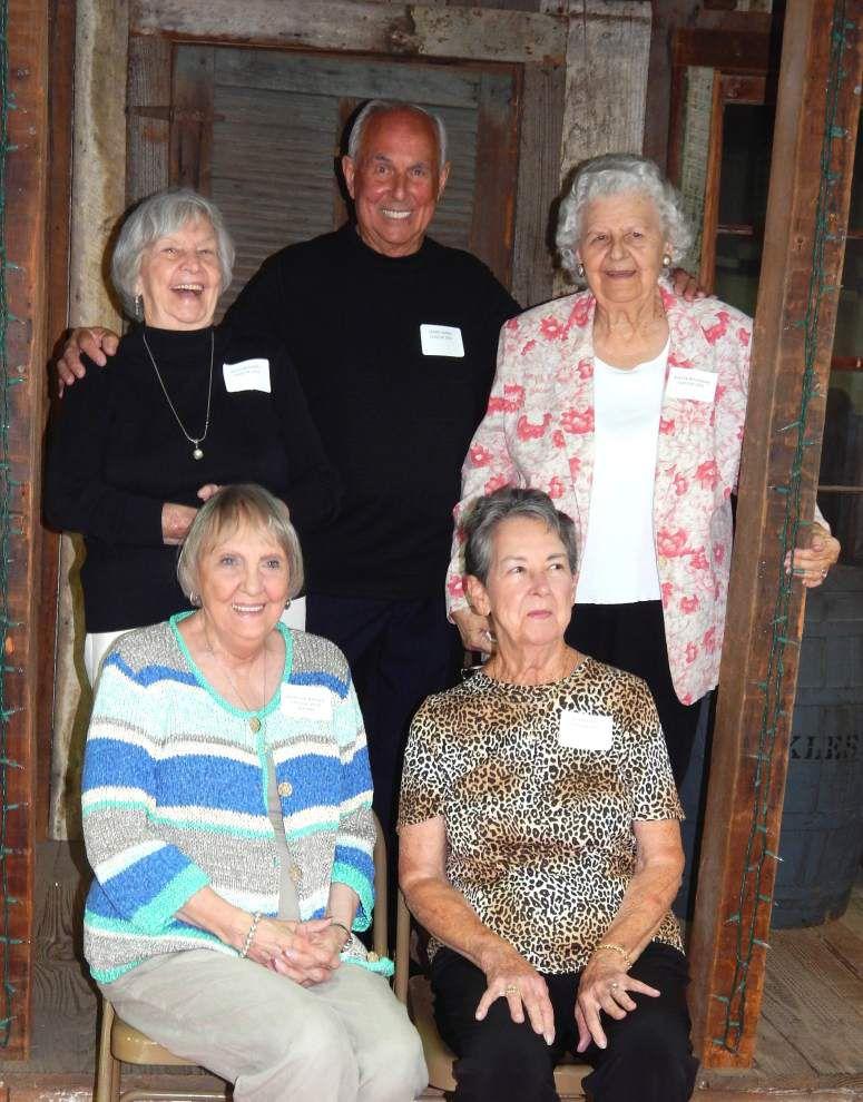 Alumni of McKowen High reunite _lowres