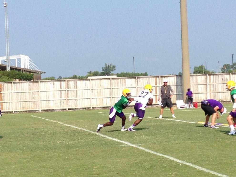 Mills, Harris practice; Miles works with RG candidates _lowres