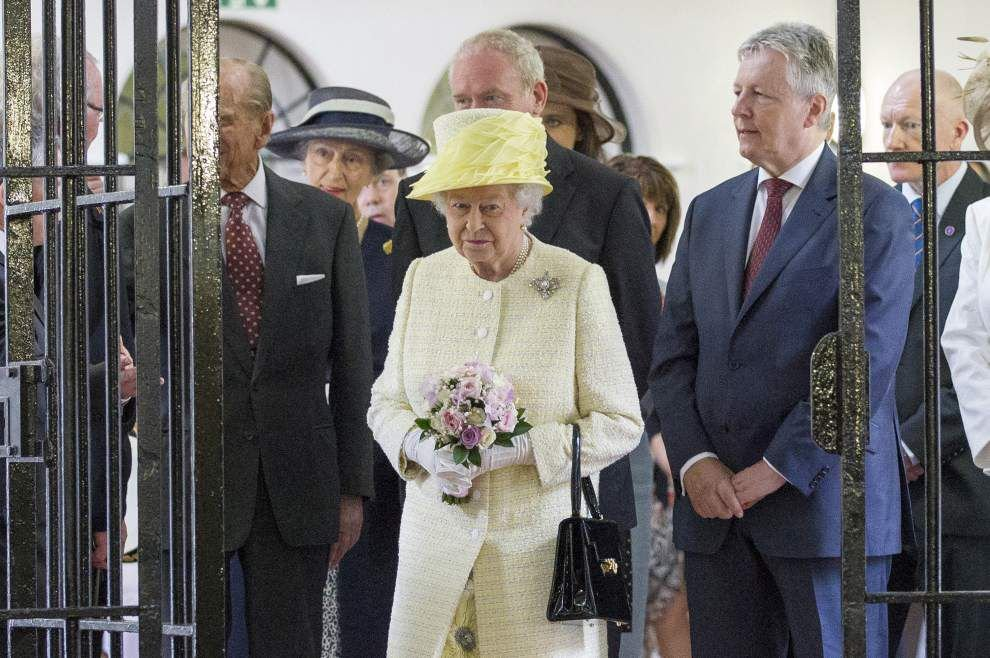 UK queen visits Belfast set of 'Game of Thrones' _lowres