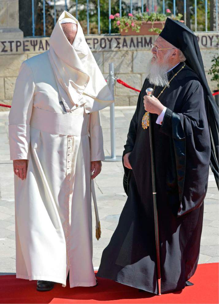 Pope Francis repeats calls for peace in troubled region _lowres