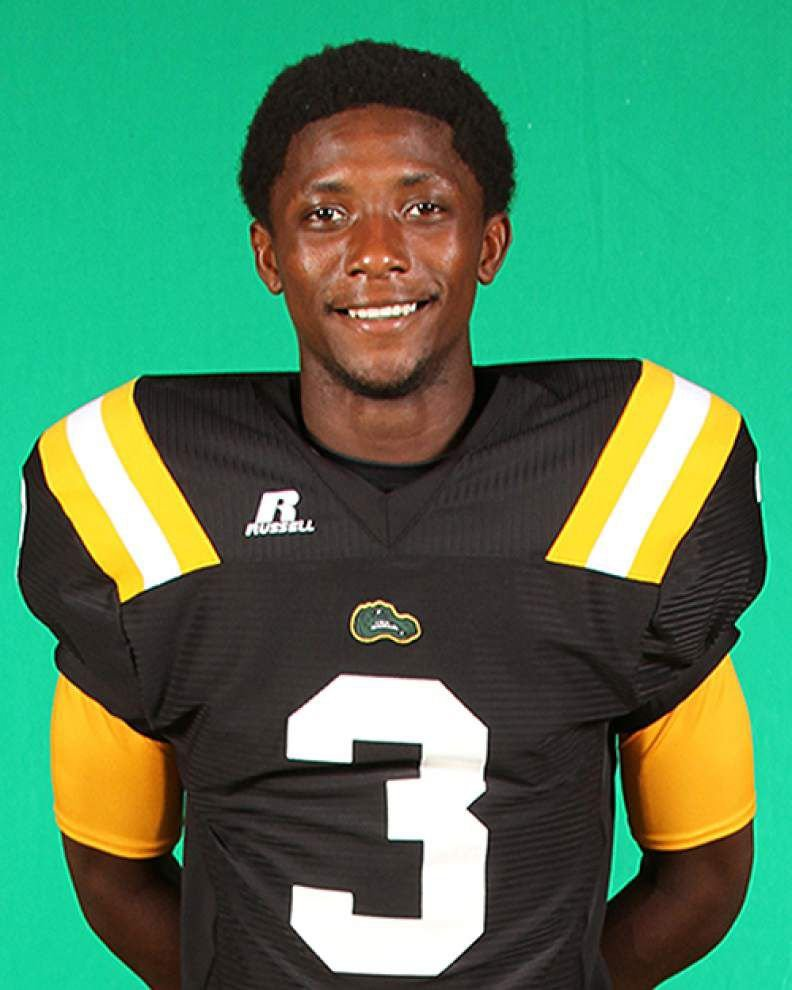 St. Amant uses Marquise Hampton in several fashions _lowres