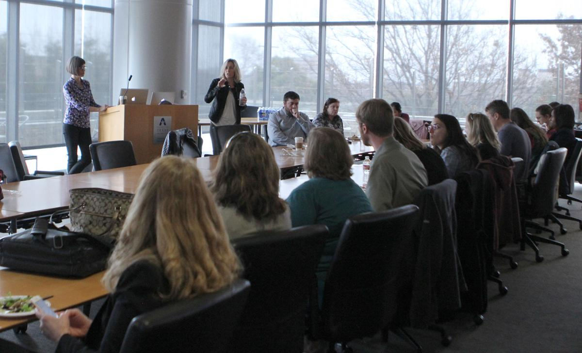 Lecture spotlights how to use digital tools in education