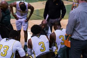 Men's basketball obliterates Northwood, snap five game skid