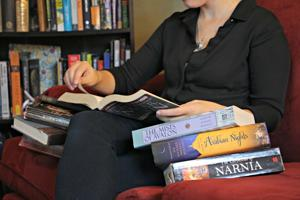 College bookworms juggle both work and pleasure