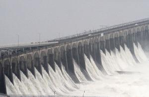 Road across Wilson Dam closed