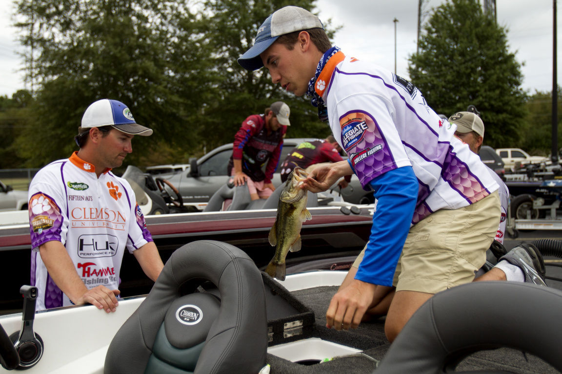 Flw fishing weigh in gallery for Flw college fishing