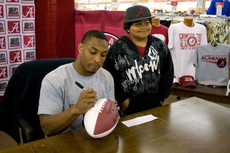 DeQuan Menzie autograph signing.