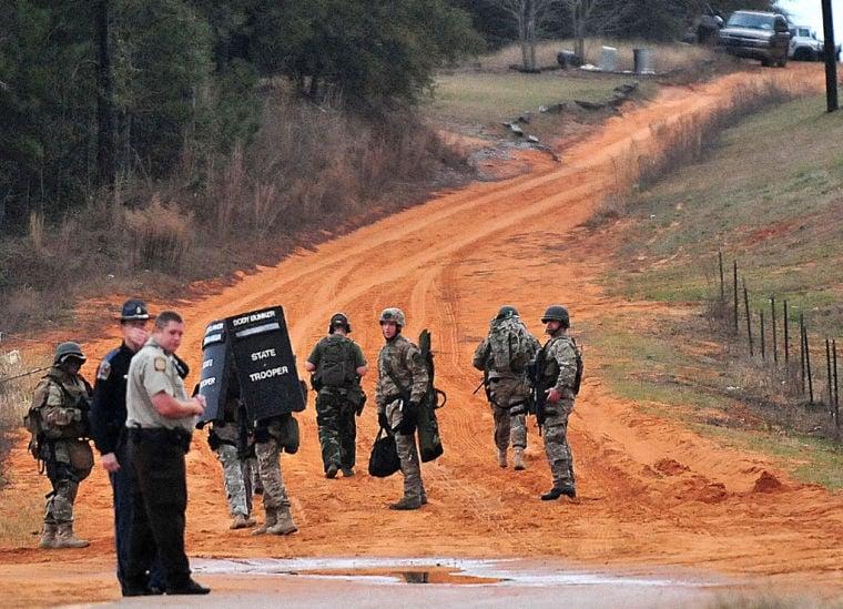 Officials: Alabama bus shooting suspect snatched kindergartener