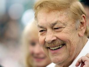 Jerry Buss, Los Angeles Lakers' owner, dies at 80