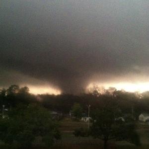Homes wrecked, dozens hurt in Mississippi tornado