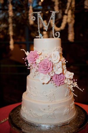 wedding cake trends unique is key tulsa world food. Black Bedroom Furniture Sets. Home Design Ideas