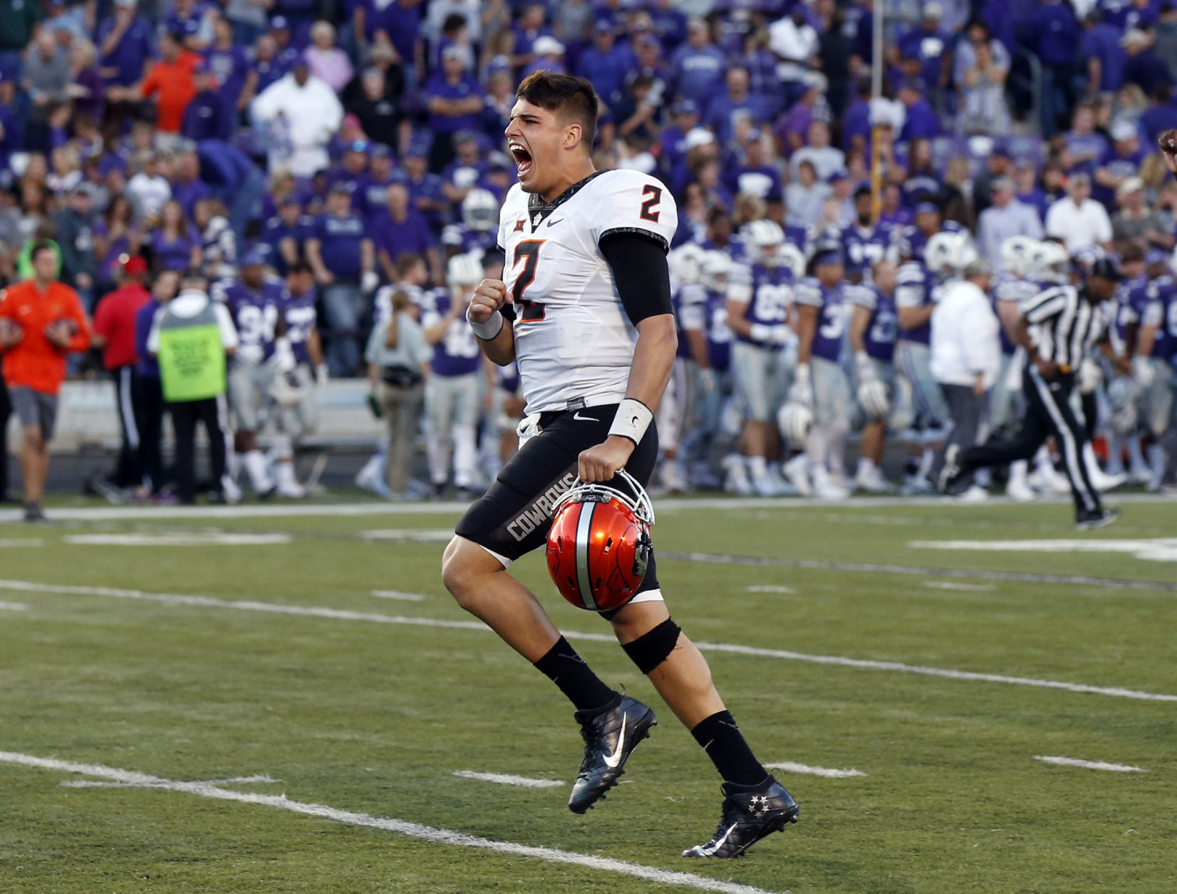 No. 17 Oklahoma State escapes on Texas Tech's missed PAT