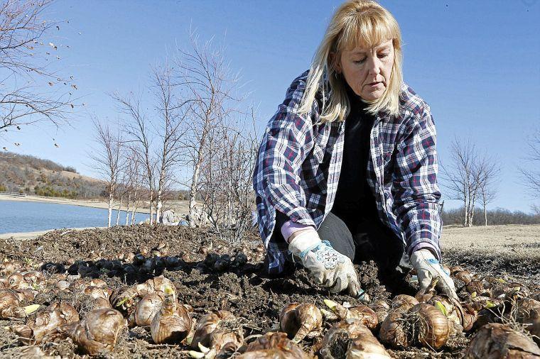 Tulsa Botanic Garden gets early-season help from ...
