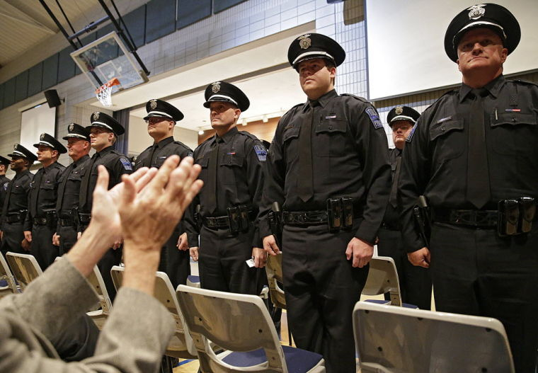 how to become a volunteer police officer