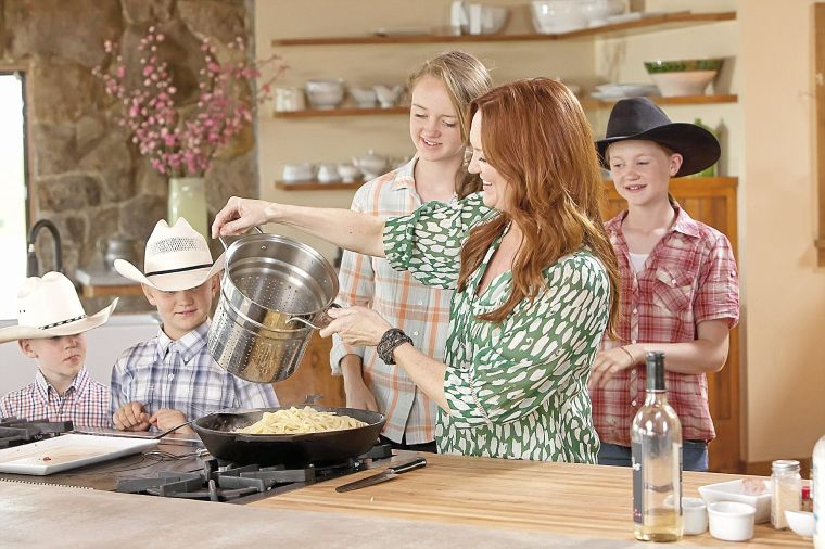 cooks children network Aarti lucica sequeira (born 19 august 1978) is an indian american chef and television personality, best known as the winner of the sixth season of food network's reality television show, the next food network star.
