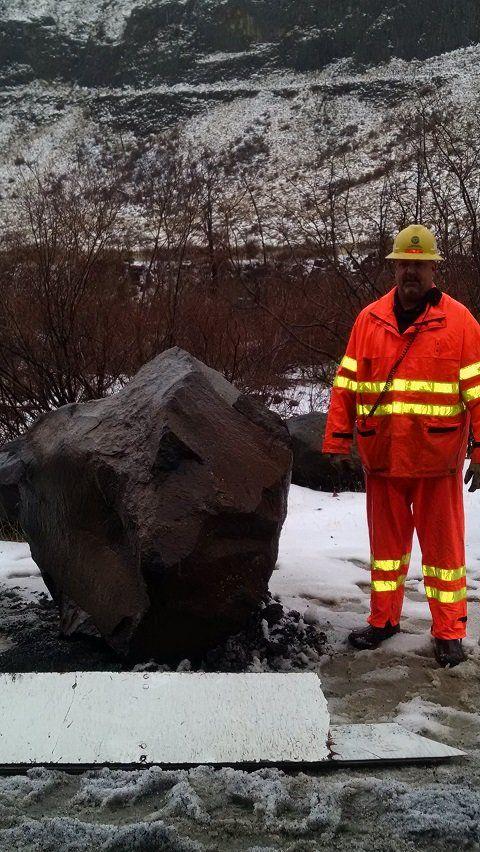 U s highway 12 reopens after rock slide local for Landscaping rocks yakima
