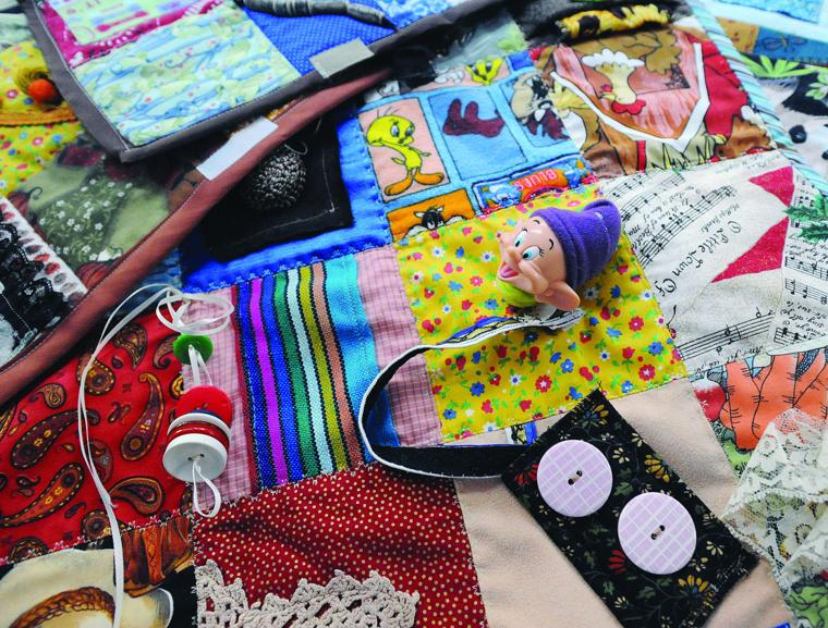 Fidget Quilts Help Soothe Nerves Of Alzheimer S Patients