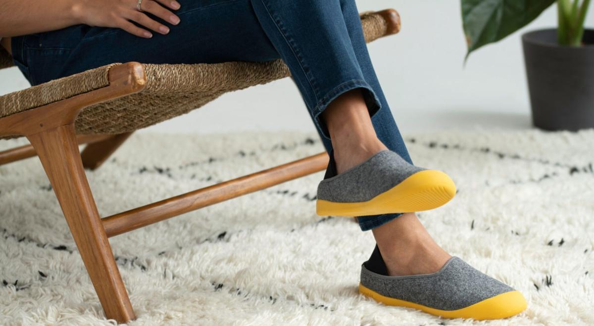 mahabis-footwear-eYE5Sj-eDsE-unsplash