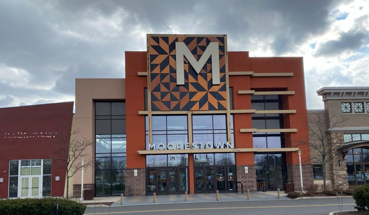MOORESTOWN MALL ENTRANCE