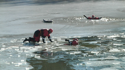 Missoula Rural Firefighters train for ice rescues