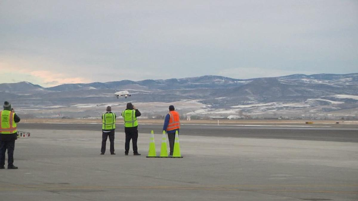 Bozeman airport plane landing