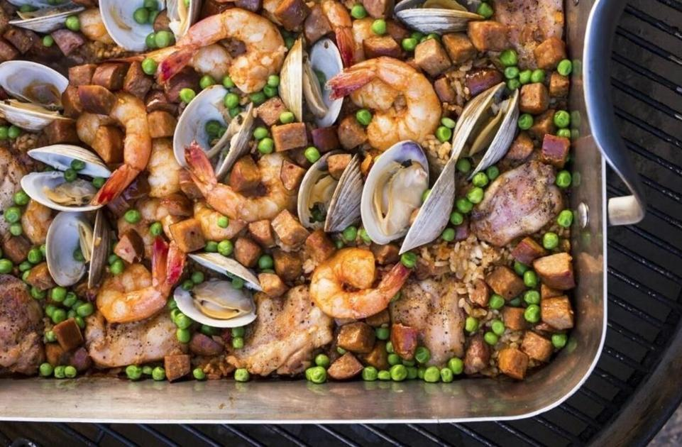 Recipe of the Week: How to make paella on the grill (with or without meat, seafood)