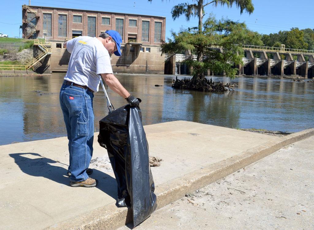 MillerCoors, Riverkeeper clean up the Flint