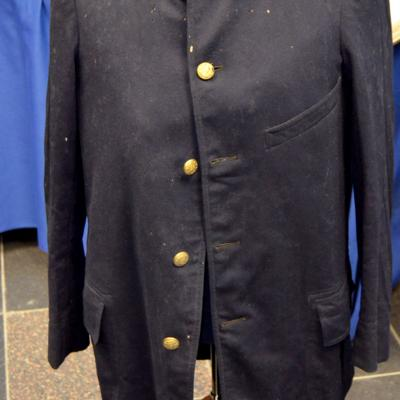 Florida woman returns slain officer's jacket to Albany